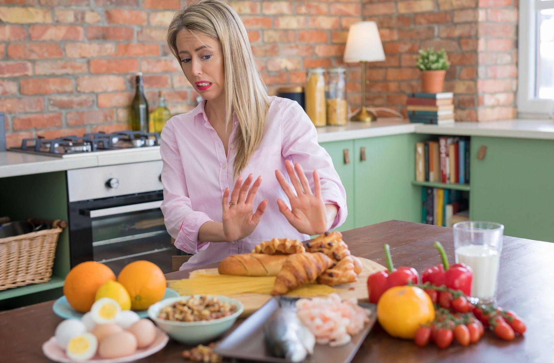 อาหารที่ควรเลี่ยงเมื่อ่เป็นลำไส้รั่ว