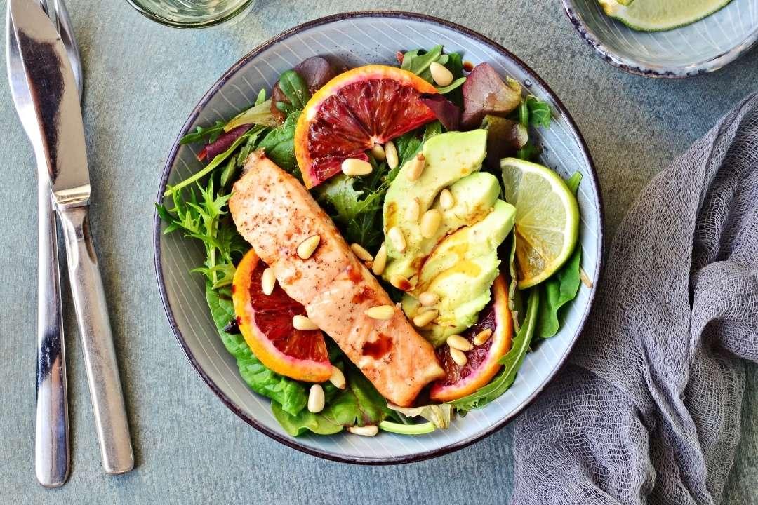 อาหารธรรมชาติจากพืชที่มีความหนาแน่นของสารอาหารสูงและจากสัตว์