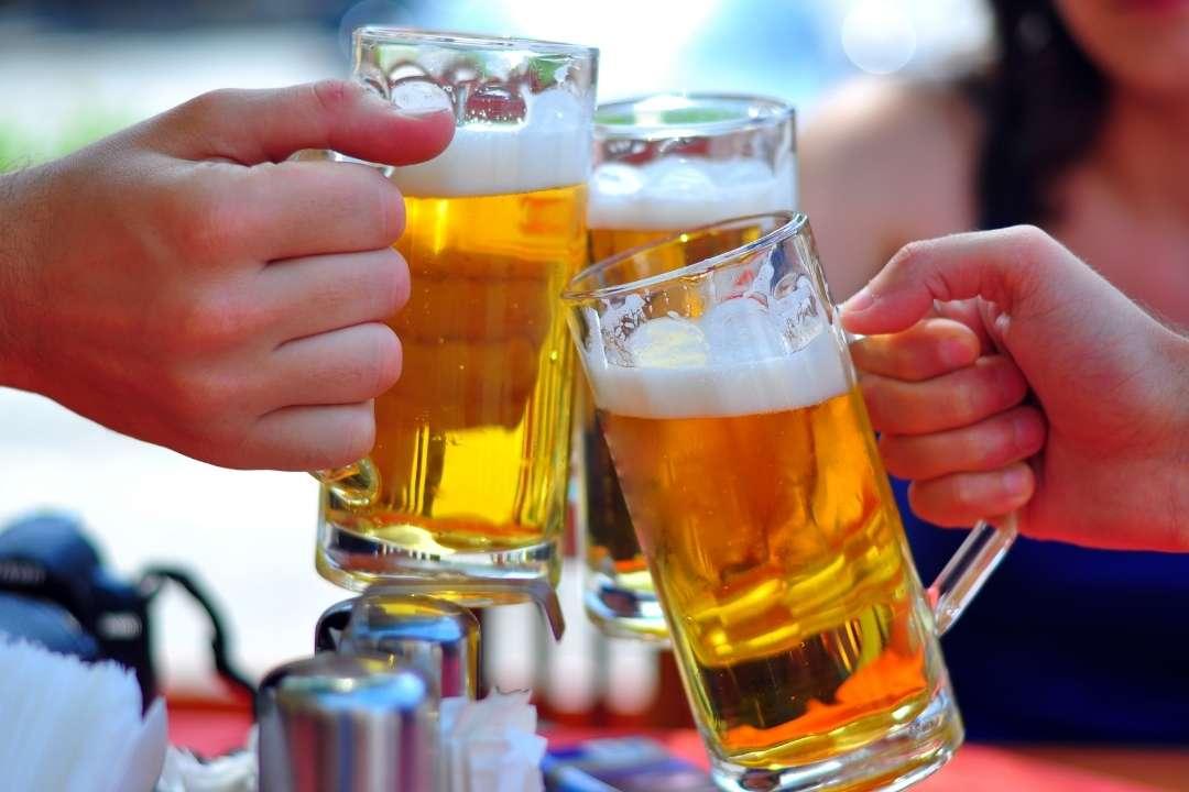 ดื่มแอลกอฮอล์มากเกินควร