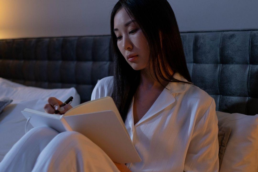 การอดนอนเรื้อรังส่งผลอย่างไรต่อสุขภาพจิตและสุขภาพกาย